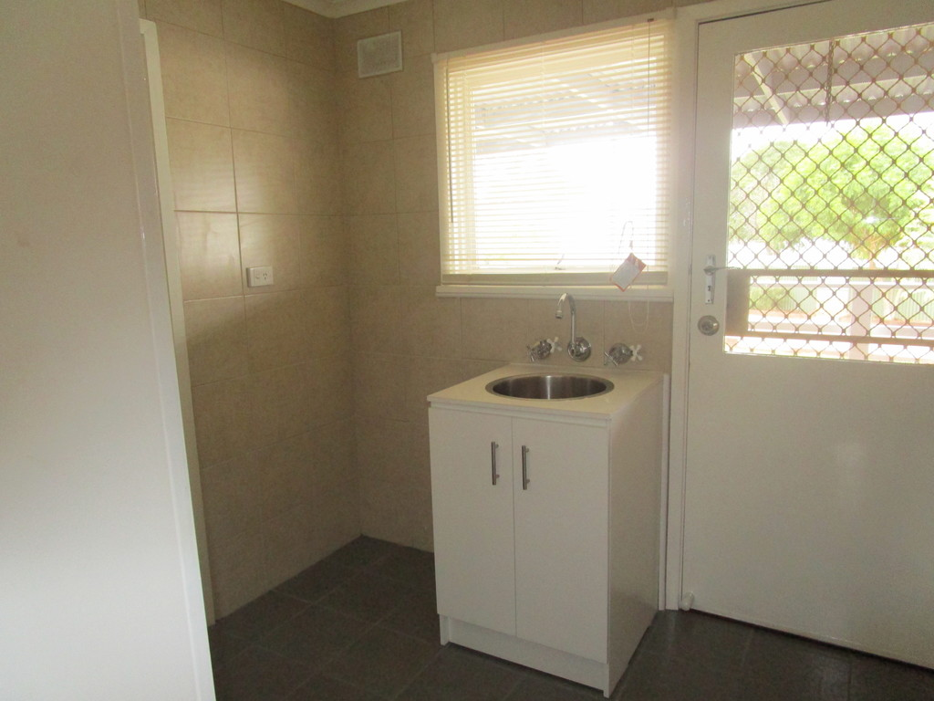 8 Dennis St BERRI SA 5343 Andrews Property